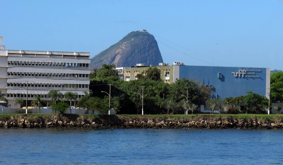 A Universidade Federal Fluminense (UFF), uma instituição pública de Ensino Superior com sede em Niterói, no Estado do Rio de Janeiro.